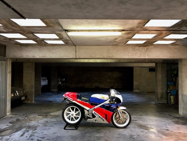 """carro Babbo Natale"":  1989 Honda VFR750 RC30 with less than 3 miles in Italy"