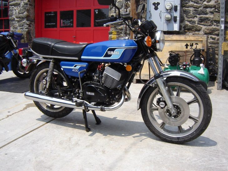 Swimsuit Issue – 1977 Yamaha RD400