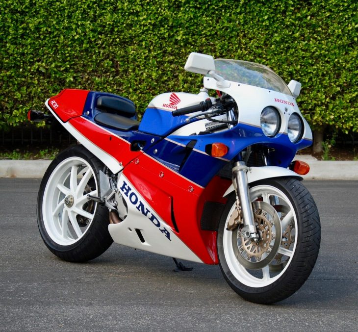Rumble and Whine: 1990 Honda RC30