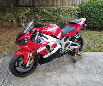 Featured Listing: Low mileage 2000 Yamaha R1