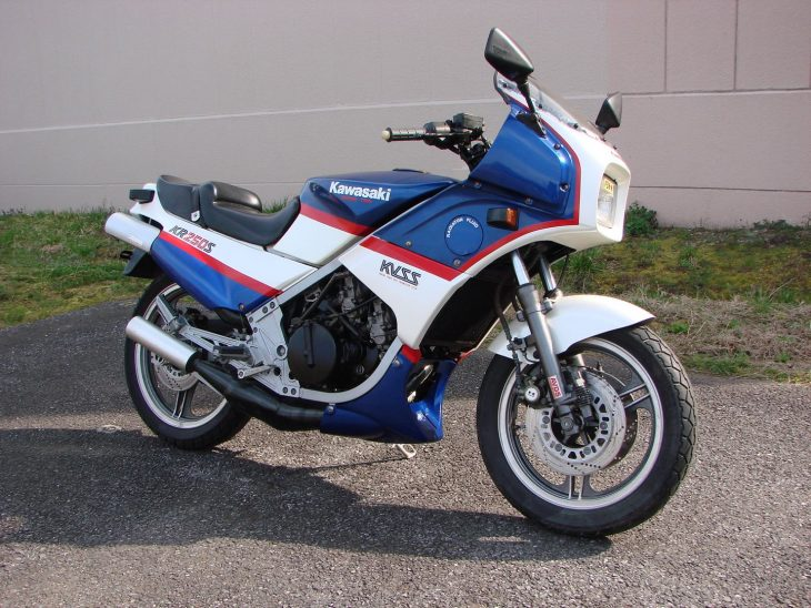 Red, white and smoky: 1985 Kawasaki KR250S
