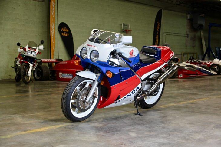 Unequivocal – 1990 Honda VFR750R / RC30