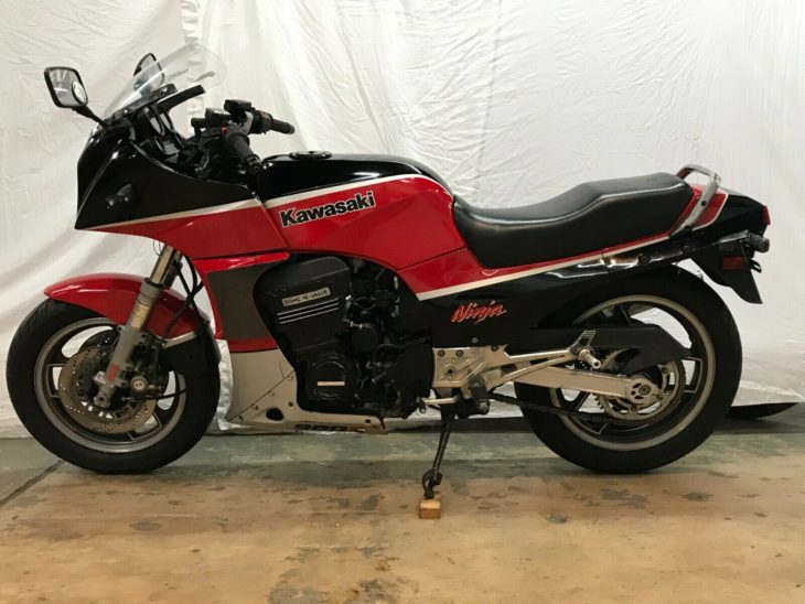 Too Close for Missiles – 1985 Kawasaki GPZ900R