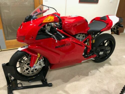 Righteous: 2005 Ducati 749R