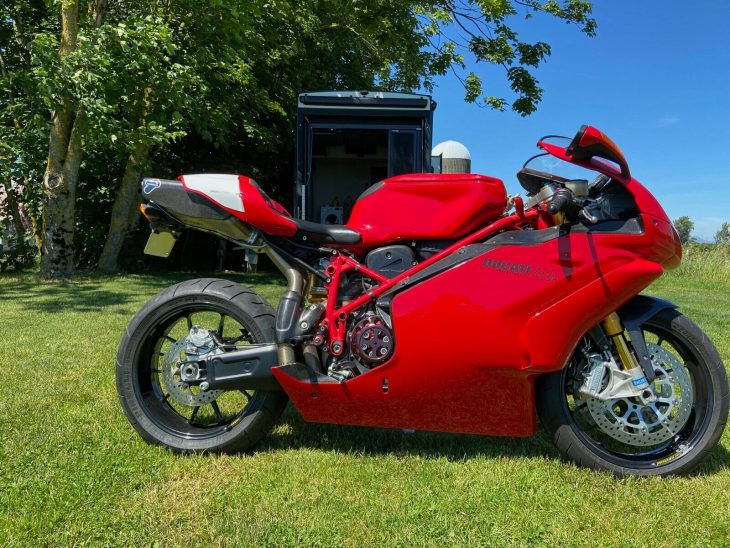 Dressed to the Nines: 2004 Ducati 749R